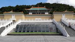 National Palace Museum  (stardex) Tags: museum taiwan taipei nationalpalacemuseum building architecture historical sky hill