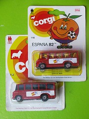 ESPANA 82 (streamer020nl) Tags: corgi juniors espana spain football soccer wk world championship bus mercedes passengers 116 mettoy gb greatbritain 1981 1982 espana82