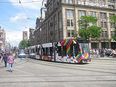 Euro Pride tram GVB 2098 (streamer020nl) Tags: amsterdam 2016 260716 holland nederland paysbas niederlande netherlands centrum citycentre europride tram strassenbahn gvb 2098 4 lijn4 dam damrak bijenkorf