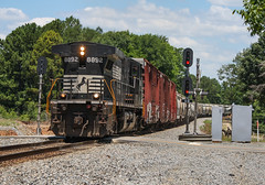 Hammerhead Local (weshendrix) Tags: norfolk southern ns macon district georgia division ga train railfan railroad freight manifest local ge c409w dash 9 signals outdoor diesel locomotive engine