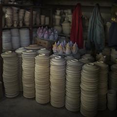 Store (Julio Lpez Saguar) Tags: juliolpezsaguar urban urbano calle street ciudad city gente people marruecos morocco lemaroc fez almacen store cermica pottery acumulacin accumulation