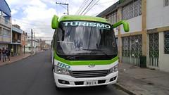 Buseta JAC Comnalmicros 1110 WNV574 Bogotá (ElvaghoX) Tags: buseta jac comnalmicros 1110 wnv574 bogotá bus 6756 hk6738 motor cummins 38 llanta sellomatic aireacondicionado modelo 2017 26 pasajeros cilindraje 3760 cambiosadelante 6 númerodepuertas 2 transporte turismo escolar