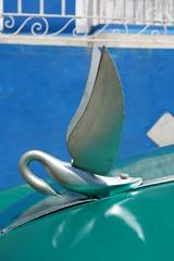 Trinidad (Cuba) : Le cygne sur le capot (NamasKat) Tags: cygne voiture trinidad cuba oldcar capot ornement hoodornament caraïbes coche carrosamericanos détail chrome vintage classiccar