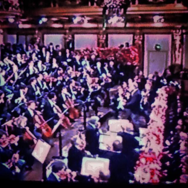 Die Wiener Philharmoniker, Zubin Mehta und ich wünschen Ihnen. ein glückliches Neues Jahr! La Filarmónica de Viena, Zubin Mehta y yo os deseamos. ¡FELIZ AÑO NUEVO! #efif #igers #igerszgz #igersaragon