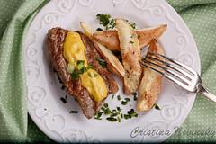 fraldinha com molho de mostarda (Cris Novinsky) Tags: prato batatas mostarda garfo ervas salsinha fraldinha ervasfrescas batatasaoforno molhodemostarda
