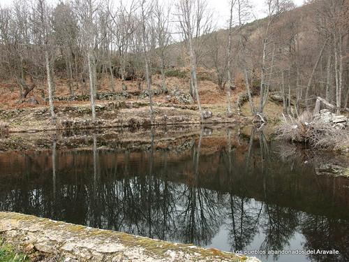 MARCHA-371-los-pueblos-abandonados-valle-de-aravalle-avila-senderismo (4)