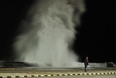 La Ola - Habana at night (elecreal) Tags: ocean storm coast nikon availablelight wave atlantic havanna welle kste atlantik lahabana avl sturm wellenbrecher ozean d90 parquedelajuventud