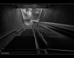 Weg aus der Unterwelt (geka_photo) Tags: bw monochrome architecture deutschland hamburg treppe architektur u4 ubahnstation schwarzweis gekaphoto