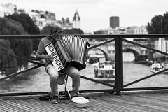 Accordeon (studioaustral) Tags: blackandwhite streetphotography accordion streetphoto streetmusic streetmusician pontdesarts