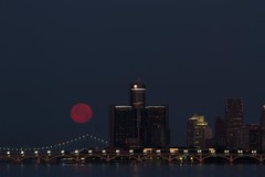 Full Moon July 2016-112 (That Girl, Teri) Tags: detroit fullmoon technicaldifficulties rencen gmbuilding betterlucknexttime unedtied rightfromcamera