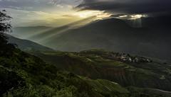 Sunlight from Dongchuan. (Massetti Fabrizio) Tags: kunming kumning cina china cambo schneider schnaider dongchuan sunrise sunlight sun rural red yellow green fields terrace fog clouds