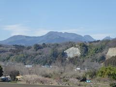 Into the mountains from the plain (seikinsou) Tags: japan spring omiya kanazawa shinkansen jr railway train travel hakutaka windowseat view mountain snow