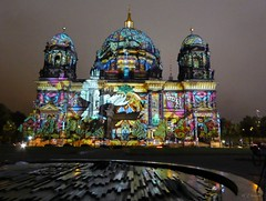 Festival of Lights  - Berliner Dom (2) (Ellenore56) Tags: 13102016 berlin festivaloflights lichtshow berlinerdom illumination illuminate illumine illuminated lichtstrahl ray kunst art kreation creation lichtkunst lightart spektakulr viewy spectacular lichtzauber magicoflight oktober stadt city detail moment augenblick sichtweise perception perspektive perspective reflektion reflection reflextion farbe color colour licht light inspiration imagination faszination magic magical panasonicdmctz61 ellenore56 berlinbeinacht berlinatnight gebude bauwerk building angestrahlt floodlit floodlights taube pigeon dove vogel bird friedenstaube doveofpeace stimmung mood atmosphere sentiment abendlicht sunsetlight luce lume lumire textur texture