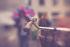 The empire strikes back (Stadt_Kind) Tags: regenschirm umbrella sonyilce7 lensbaby mostinteresting popular flickr new stadtkind blur dof doflicious bokehlicious bell klingel glocke fahrrad rad bicycle bike bikeh bokeh empire