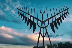 Spirit Catcher (DHaug) Tags: spiritcatcher barrie ontario kempenfeltbay quills ronbaird dreamcatcher sculpture xf1024mmf4rois xt2 fujifilm sky birds sunset waterfront october 2016