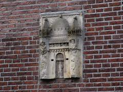 Amsterdam gevelsteen In het Cachot (Arthur-A) Tags: netherlands amsterdam nederland prison nor wallstone gevelsteen gevangenis gablestone gevang