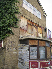 GWL (shumpei_sano_exp9) Tags: london geotagged whitechapel guesswherelondon eastlondon stepney gwl deadpubs geo:lat=51517609 geo:lon=0055168