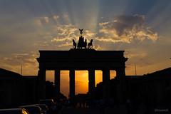Brandenburger Tor (Luis Kr) Tags: berlin canon germany deutschland europa europe alemania tor brandenburger t2i luiskr lcsuarezt