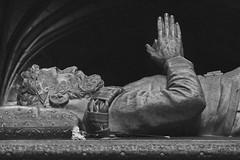 IMG_0395Ax (kanizfotolio) Tags: blackandwhite bw white black portugal statue canon lens eos death europe lisboa lisbon monastery kits dslr jerónimos 500d jerónimosmonastery lisbao