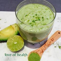 ☀️ Avocado, Lime and Matcha Smoothie 💚 Loaded with Health fats for your brain!! 👉 Vitamina de  Avocado (Abacate), limão e Matcha em Pó💚 super saudável para o nosso cérebro!! 👉 Smoothie από Αβοκαντο, Κίτ