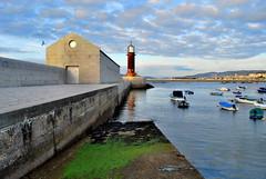 Direccin ao Faro - Direction up the lighthouse (Gato M) Tags: sunset sea mer lighthouse clouds faro mar galicia barcas phare vigo riasbaixas riadevigo museodomar