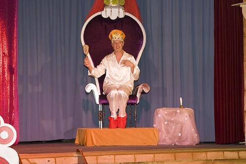 200610 De nieuwe kleedster vd keizer famstuk kl (74)