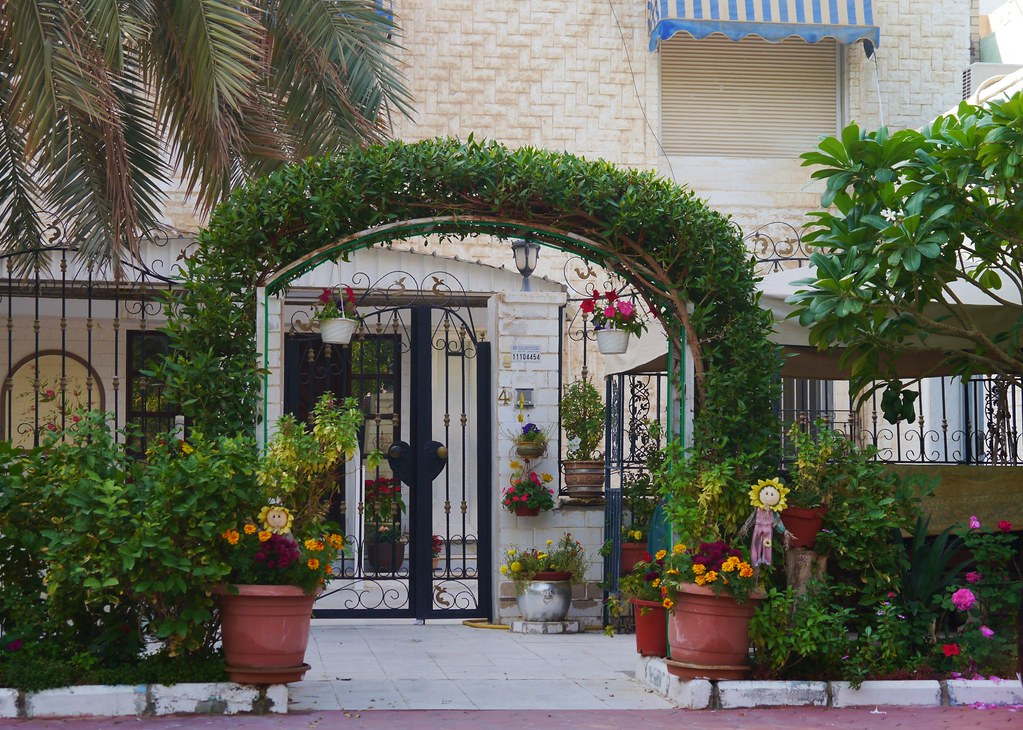 The world 39 s best photos of houses and kuwaiti flickr for Garden design kuwait