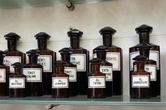 Standgefässe (auschmid) Tags: museum historisch sammlung sal20f28 slta99 auschmid pharmazeutischestandgefässe