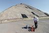 (DhkZ) Tags: mexico pyramid fisheye canon10d vendor seller teotehuacan canon15mmf28