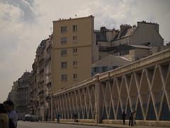 Par dessus les voies (afantelin) Tags: street paris rue iledefrance immeuble