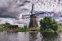 windmill especially for __luna__ (Smo_Q) Tags: netherlands windmill nederland paysbas kinderdijk niederlande オランダ 荷兰 holandia wiatrak paísesbajos paesibassi 네덜란드 pentaxk5