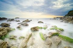 Cap d'Antibes (Totydus) Tags: longexposure sea mer nature tokina cap antibes algues dantibes poselongue nikond7000