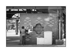 La culture en libre change (La bote  lire) (SiouXie's) Tags: street city bw blackwhite fuji noiretblanc culture rouen normandie 1855 rue normandy livre ville reportage siouxies fujixe2