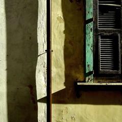 ombre -explore- (archifra -francesco de vincenzi-) Tags: italy verde green window square ventana italia shadows finestra minimalism minimalismo fenêtre carré molise isernia oldwindow minimalisme minimalart archifraisernia francescodevincenzi