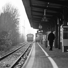 Arrival (uw67) Tags: zug eisenbahn alone bahnhof white train arrival black bocholt bahnsteig gleise station ankunft