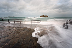 Hight Tide ... (Ludovic Lagadec) Tags: stmalo saintmalo marin mare mer manche matin morning water waves wave france filtrend filtre longexposure ludoviclagadec landscape longueexposition fortnational sillon seascape sea sky bretagne breizh brittany beach bretagnenord
