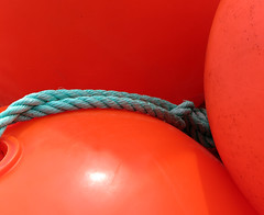 [red] (pienw) Tags: red minimal ball rope