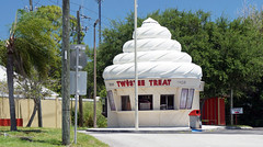 Twistee Treat, Melbourne, FL (SomePhotosTakenByMe) Tags: vacation usa holiday building tree shop america store unitedstates florida outdoor urlaub melbourne laden amerika ontheroad gebäude bau geschäft kurios twisteetreat outoftheordinary
