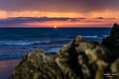 Vemos la luz del atardecer anaranjada y violeta porque llega demasiado cansada de luchar contra el espacio y el tiempo.  Albert Einstein. (Antonio Camelo) Tags: nikon nature naturaleza night noche naranja sky sea sol sunset sun photo playa puesta roca rock