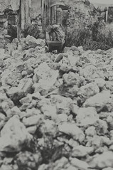 (Mishifuelgato) Tags: belen piedras rocas casa abandona black white blanco negro fotografia retrato portrait photography laguna de salinas alicante sax nikon d90 50mm 18
