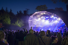 16_PhoebeReeks_Wednesday (14) (Larmer Tree) Tags: phoebereeks 2016 wednesday jamiecullum mainstage crowd audience handsintheair