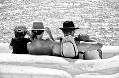 Mirando las estrellas (encantadissima) Tags: people family scaladeiturchi patrimoniounesco realmonte agrigento marna bianco mare meravigliedellamiasicilia ipostidelcuore nikond7000