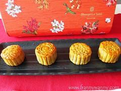 shangrila mooncake 2016 3 (frannywanny) Tags: shangrilahotel shangrilasingapore mooncake traditional baked bakedmooncake midautumnfestival2016 mooncakefestival singapore promotion chinese shangpalace shangpalacesg