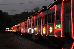 Niles Canyon Railway Train of Lights 2014 (CaliforniaRailfan101 Photography) Tags: christmas holiday night sp wp southernpacific emd sd9 westernpacific nilescanyonrailway nilescanyon trainoflights gp7 ncry sp5472 wp713 southernpacific5472 2014trainoflights westernpacific713