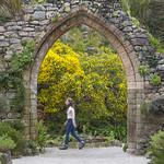 scilly-tresco-abbey-gardens-gril-archway-2