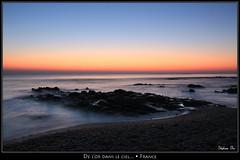 De l'or dans le ciel... / Gold in the sky... (HimalAnda) Tags: ocean sunset sea mer france beach colors rocks couleurs 85 plage coucherdesoleil rochers vendée paysdelaloire canoneos70d eos70d stéphanebon