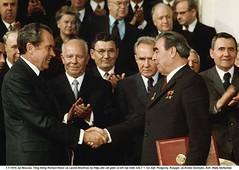 WL001303 (ngao5) Tags: people male men castle history europe european adult audience russia many moscow military president politics group communism american soviet prominentpersons government leader handshake fortification russian fortress groupofpeople easterneurope kremlin clapping marxism global richardnixon cooperation applauding northamerican foreignminister militaryfortification headofstate leonidbrezhnev governmentofficial politicalleader centralfederaldistrict chairmen largegroupofpeople caucasianethnicity governmentminister nikolaipodgorny supremesoviet greatkremlinpalace andreigromyko easterneuropeandescent alexeikosygin easterneuropeanculture strategicarmslimitationtalks saltitreaty