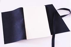 Cadernos de Couro (Bella Mia Ateli) Tags: leather handmade crafts feitomo bookbinding sketchbooks handbooks cadernos papelaria corano leatherjournal cadernosartesanais courosinttico papelariaartesanal longstitchbuttonhole cadernosdecouro