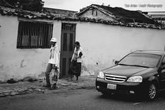 Diferencias (Lex Arias / LeoAr Photography) Tags: street blackandwhite bw blancoynegro monochrome monocromo calle nikon venezuela fineart streetphotography monochromatic bn barquisimeto 2016 callejera fotografacallejera nikond3100 everybodystreet leoarphotography lexarias iglexariasphotos