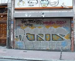 Denis (neppanen) Tags: madrid graffiti spain storefront denis espanja discounterintelligence sampen